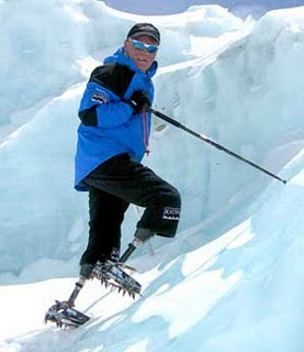 Man with no legs climbs Everest